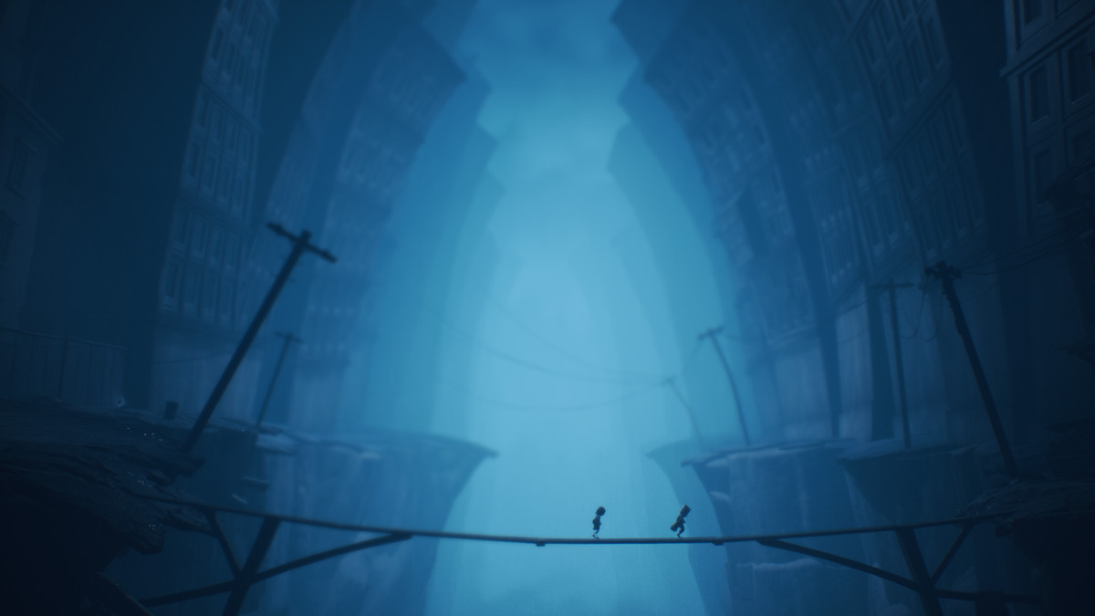 Mono and Six from Little Nightmares 2 cross a bridge in Pale City