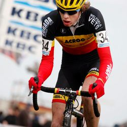 Yannick Peeters chases