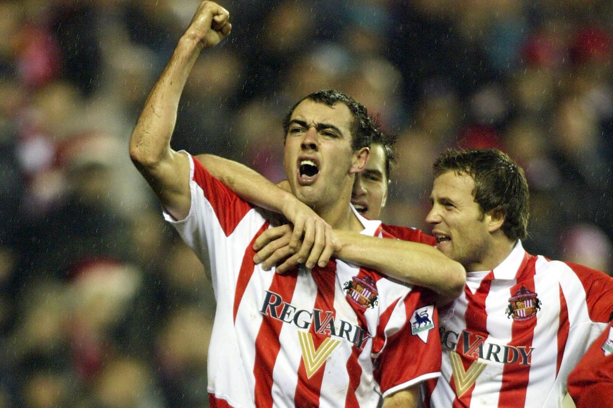 Gavin McCann celebrates the first goal