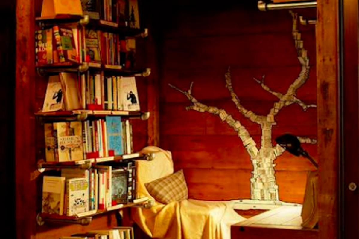 "Photo: The Book Cellar, <a href=""https://www.facebook.com/photo.php?fbid=10153251338935647&amp;set=pb.254501480646.-2207520000.1388424770.&amp;type=3&amp;theater"">via</a> Facebook"