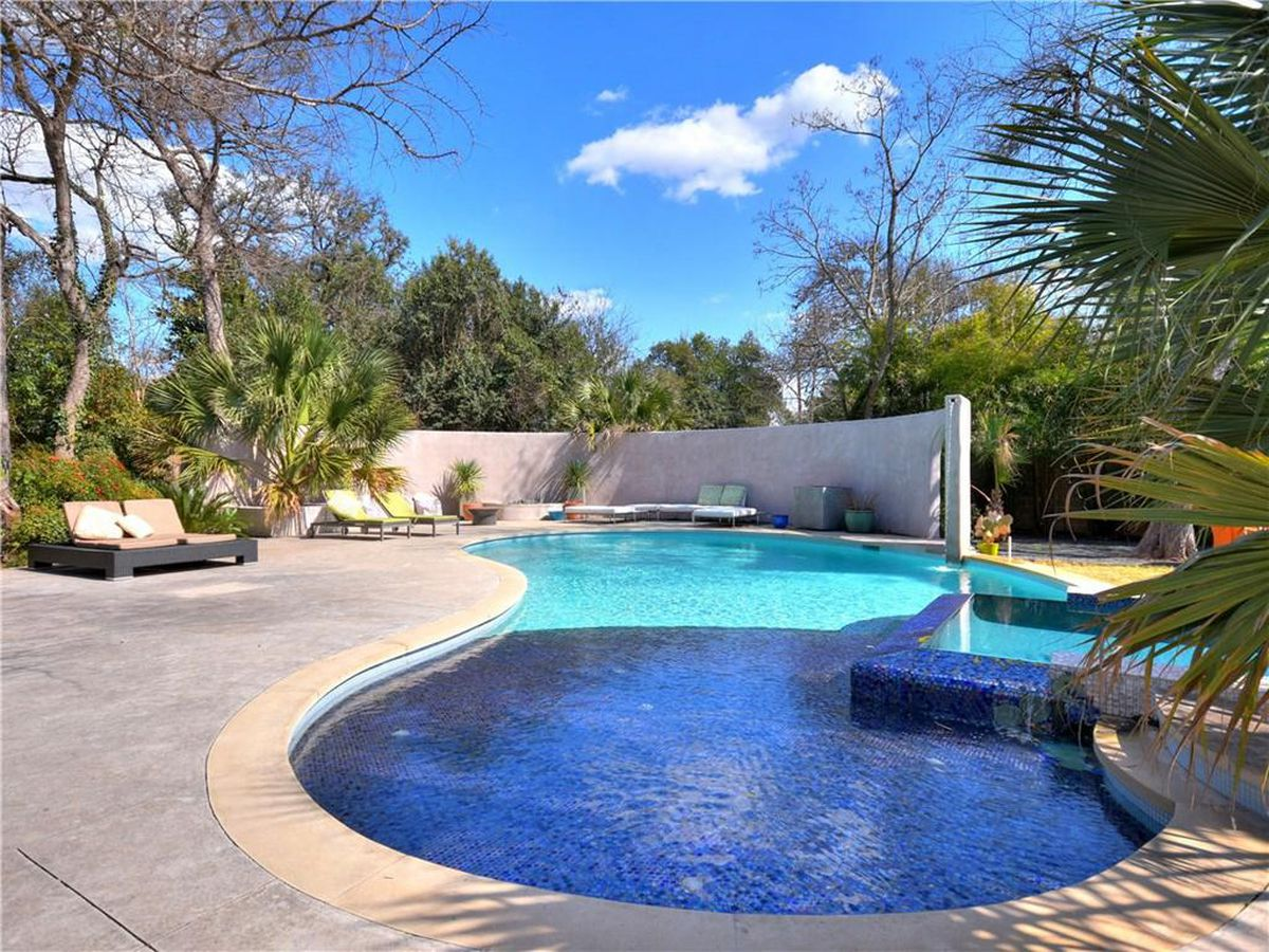Tarrytown oasis on 1.2 acres asks $5.8M - Curbed Austin