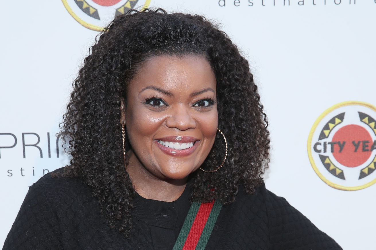 yvette nicole brown will take over amc s aftershow for the walking dead