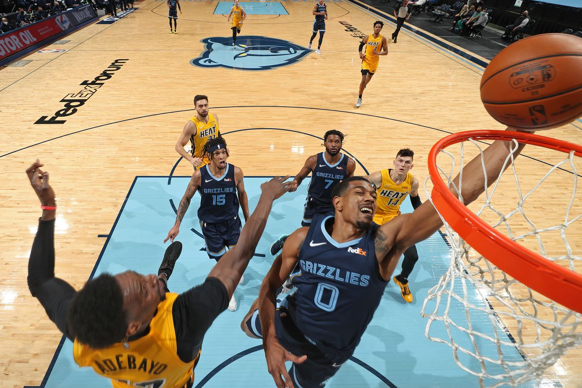 De'Anthony Melton #0 of the Memphis Grizzlies drives to the basket against the Miami Heat on March 17, 2021 at FedExForum in Memphis, Tennessee.