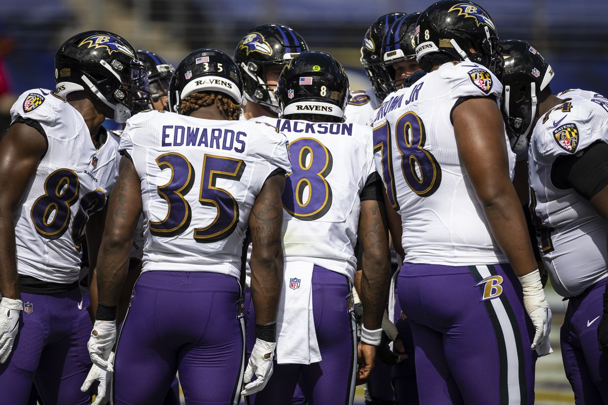 Lamar Jackson #8 of the Baltimore Ravens leads an offensive huddle during the first half of the game between the Baltimore Ravens and the Cleveland Browns at M&T Bank Stadium on September 13, 2020 in Baltimore, Maryland.