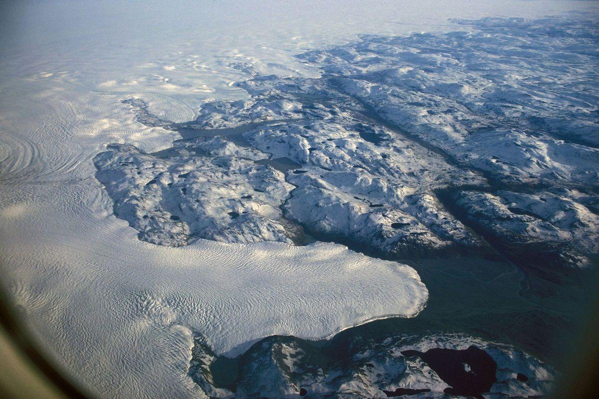 "via <a href=""http://upload.wikimedia.org/wikipedia/commons/4/4f/Greenland_ice-sheet_hg.jpg"">upload.wikimedia.org</a>"