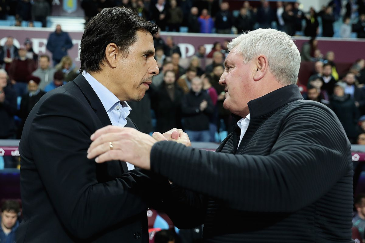 BIRMINGHAM, ENGLAND - NOVEMBER 21:  Chris Coleman, manager of Sunderland and Steve Bruce, manager of Aston Villa shake hands ahead of during the Sky Bet Championship match between Aston Villa and Sunderland at Villa Park on November 21, 2017 in Birmingham, England.  (Photo by Matthew Lewis/Getty Images)