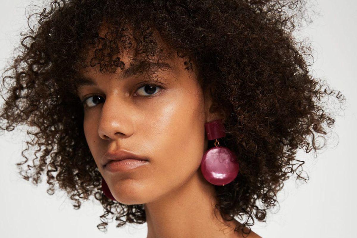 A model wearing mango earrings