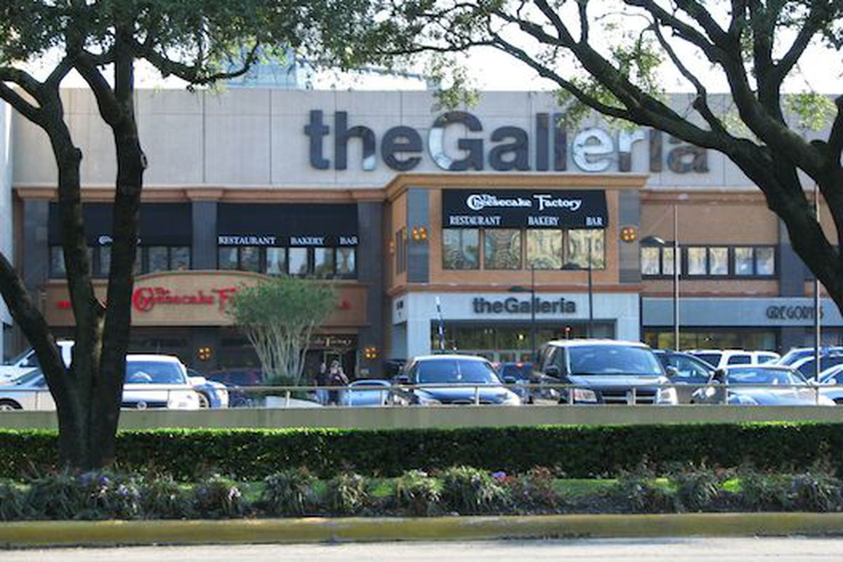 """Forbes thinks Houston's Galleria mall kicks New York's shopping ass, image via <a href=""""http://gaytravel.about.com/od/gaydestinationgalleries/ig/Photos-of-Gay-Houston/Galleria.htm"""">About.com</a>"""
