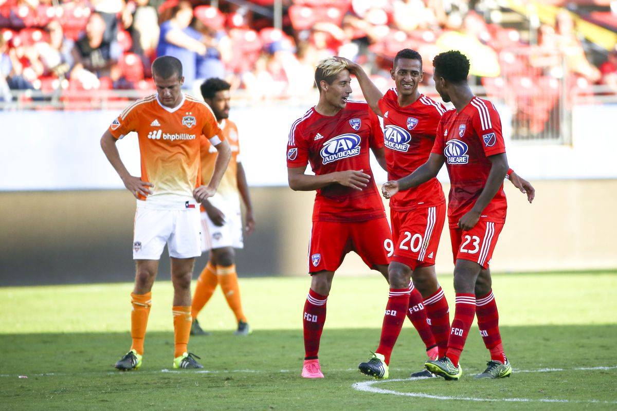 David Texeira (9 in red) was one of two FC Dallas players that scored bar-down goals against the Dynamo.