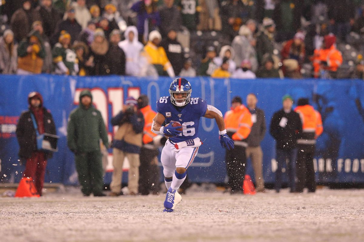 New York Giants running back Saquon Barkley runs the ball against the Green Bay Packers during the fourth quarter at MetLife Stadium.