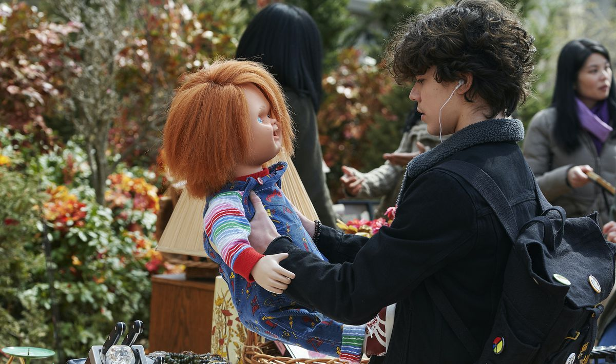 Zackary Arthur foolishly buys the Chucky doll at an outdoor sale, like someone who's never seen Child's Play or something