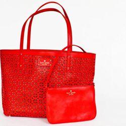 "<a href=""http://www.katespade.com/garden-place-small-coal/PXRU2522,default,pd.html?dwvar_PXRU2522_color=850&start=28&cgid=handbags"" rel=""nofollow"">Garden Place small coal bag</a>, $375"