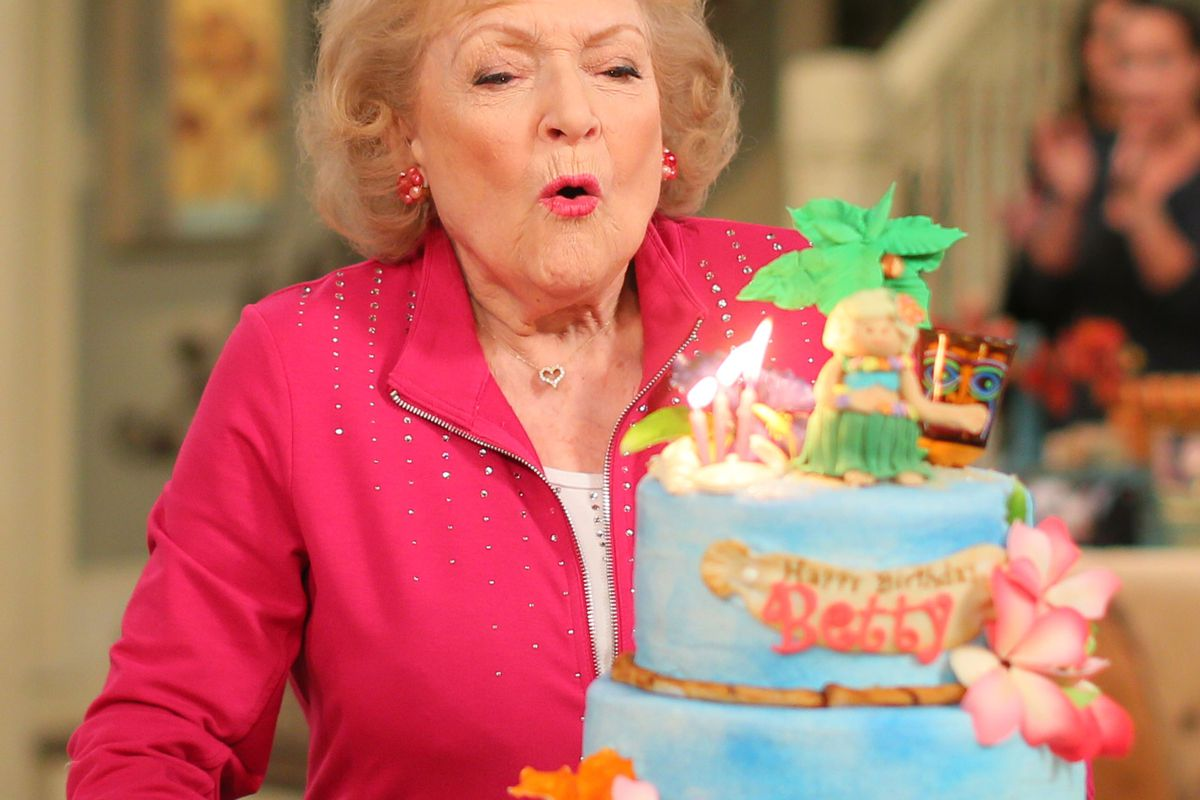 Betty White Celebrates 93rd Birthday On The Set Of 'Hot in Cleveland'