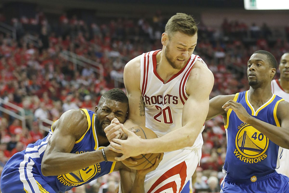 593f01c69421 Stephen Curry injures knee as Warriors annihilate Rockets in Game Four