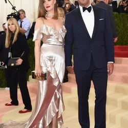 Bobby Cannavale and Rose Byrne, who is wearing a Ralph Lauren gown.