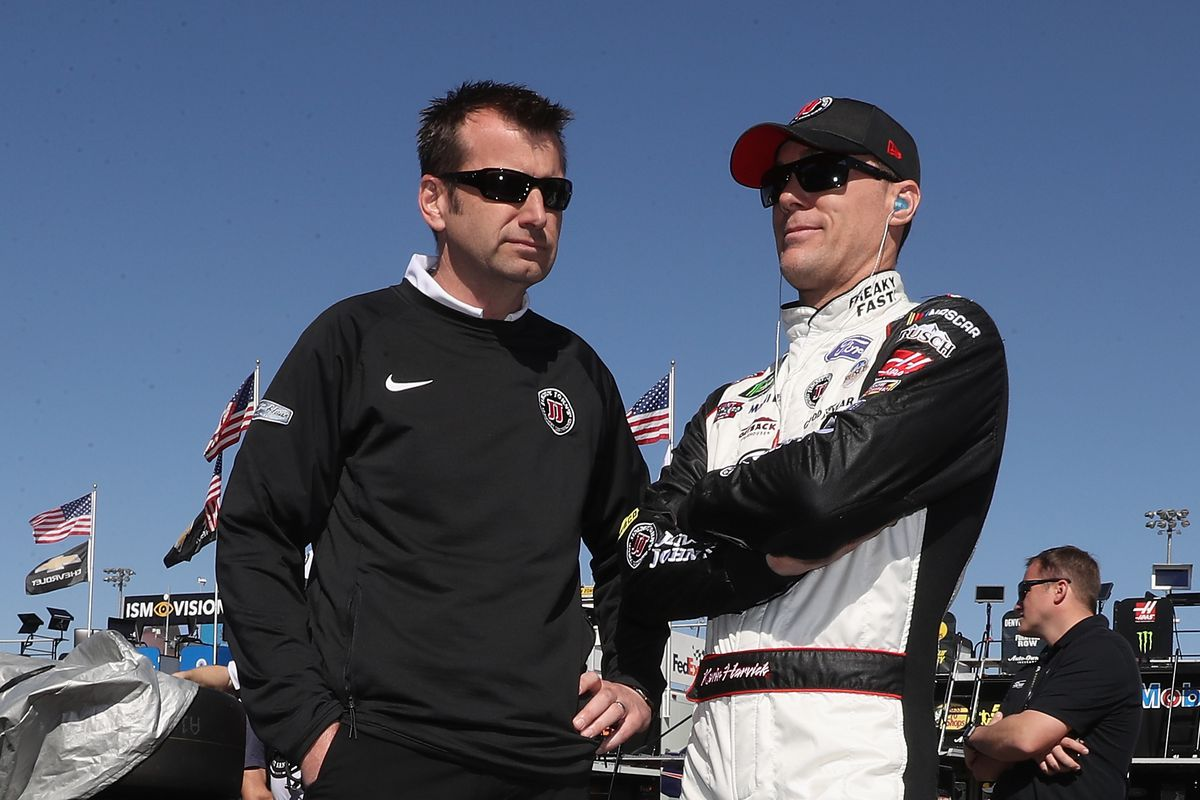 Kevin Harvick wins third straight NASCAR race