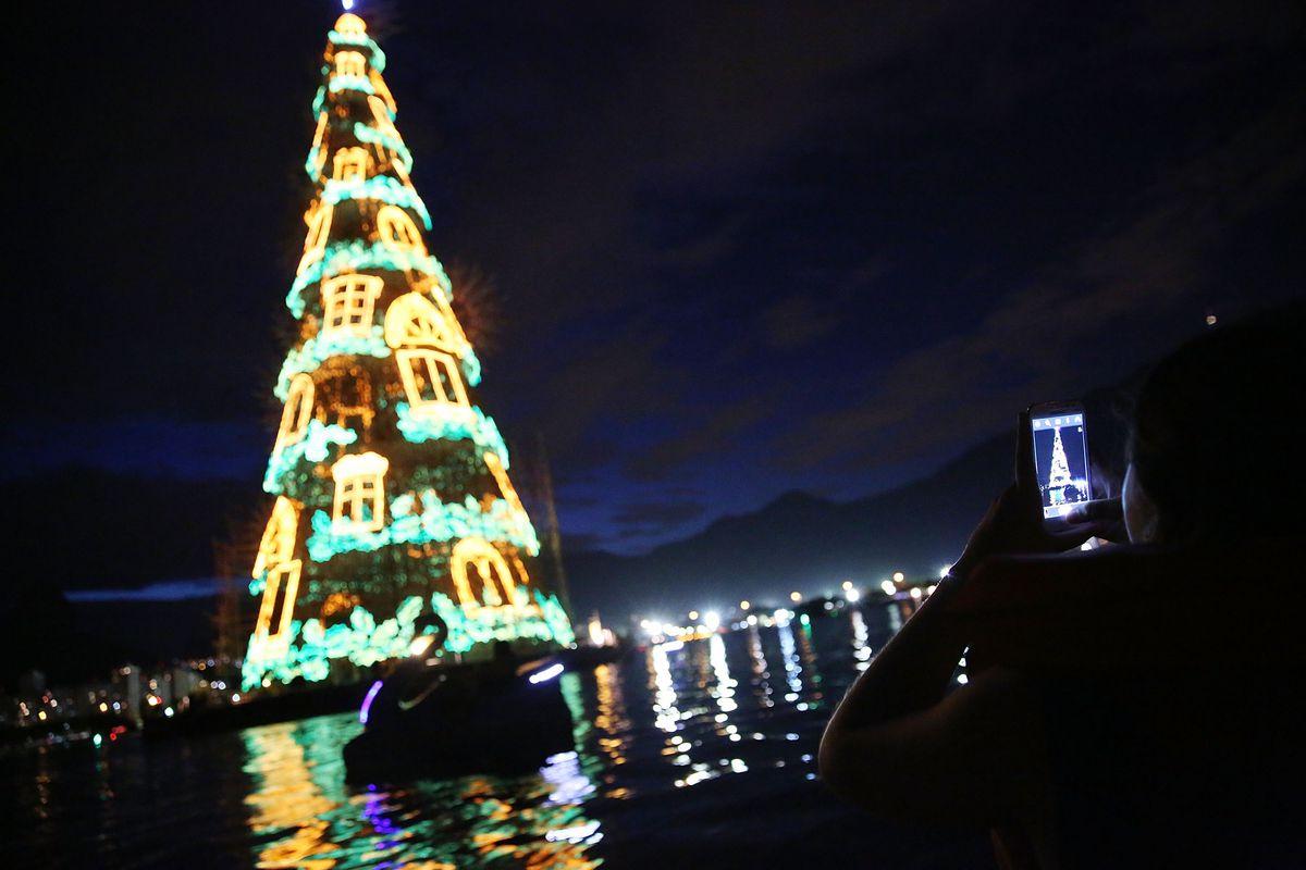 Rio Celebrates Holiday Season With Floating Christmas Tree