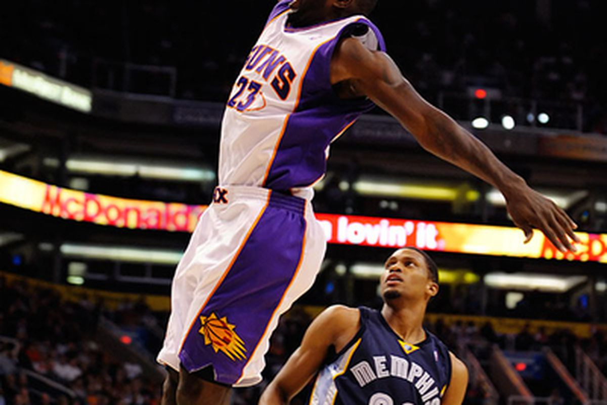The Phoenix Suns hope that Jason Richardson's hand has recovered enough so he can play against the San Antonio Spurs. Richardson is officially a game-time decision. (Photo by Max Simbron)