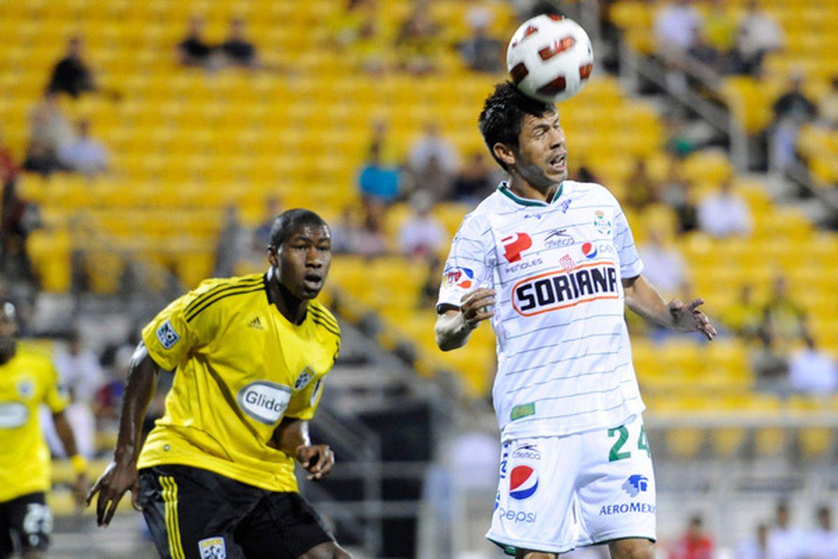 Santos striker Oribe Peralta.