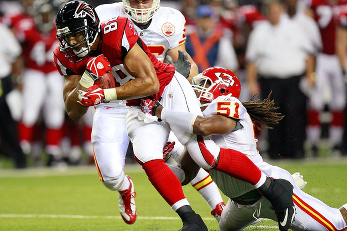 ATLANTA - AUGUST 13:  Tony Gonzalez #88 of the Atlanta Falcons pulls in a reception against Corey Mays #51 of the Kansas City Chiefs at Georgia Dome on August 13 2010 in Atlanta Georgia.  (Photo by Kevin C. Cox/Getty Images)