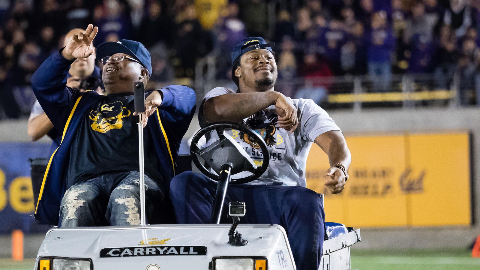 Oakland Raiders Marshawn Lynch >> Report has Marshawn Lynch contract figures with Raiders