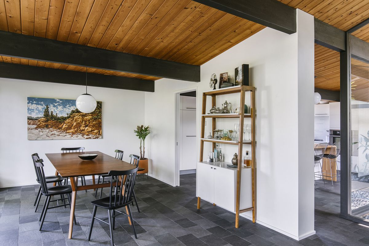 A Midcentury House By Robert Rummer Becomes A Couple S Dream Home Curbed