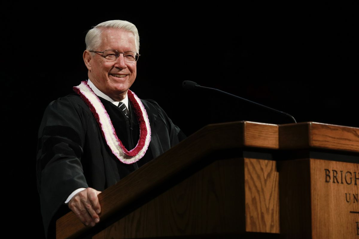 Bishop Dean M. Davies of the Presiding Bishopric speaks during BYU-Hawaii graduation.