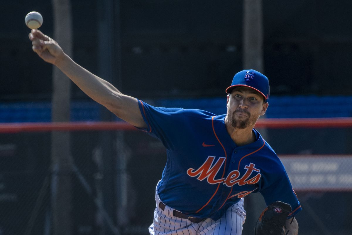 New York Mets pitcher Jacob deGrom throws batting practice during spring training workout