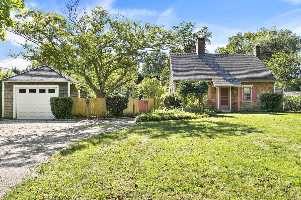historical east hampton home by chango&co | Entertainment exec buys historic East Hampton village home ...