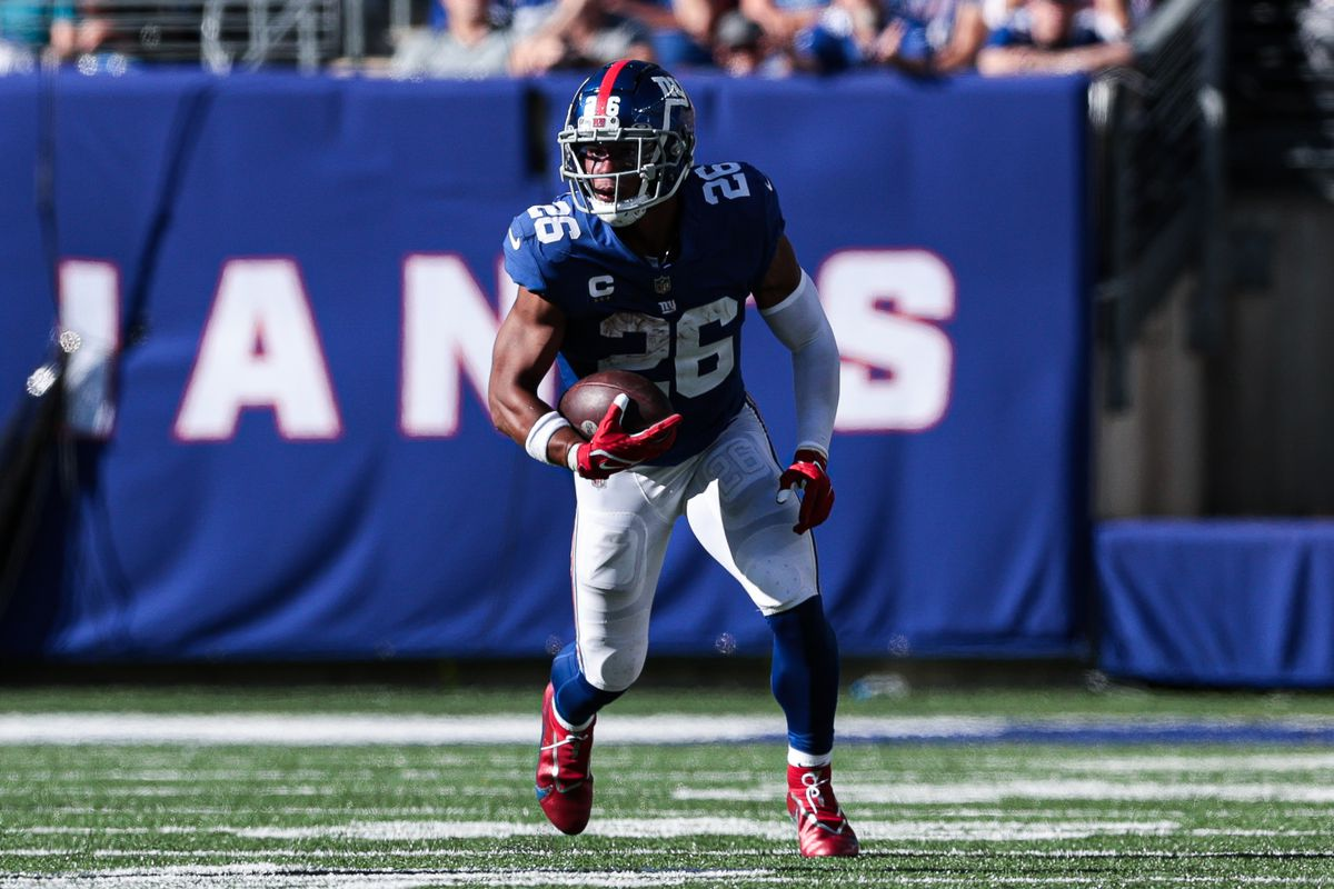 New York Giants running back Saquon Barkley (26) gains yards after the catch against the Atlanta Falcons during the second half at MetLife Stadium.