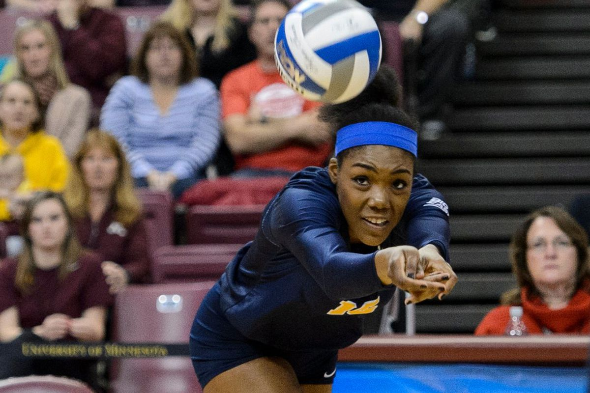 Marquette outside hitter Taylor Louis