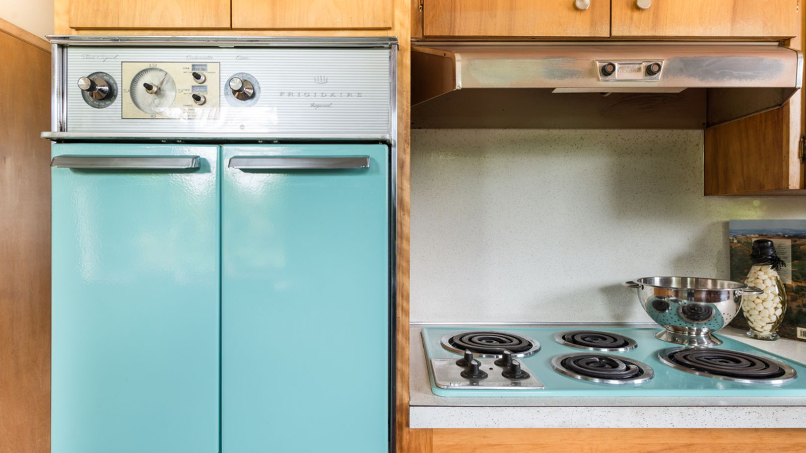 This West Seattle midcentury home has original appliances and decor ...
