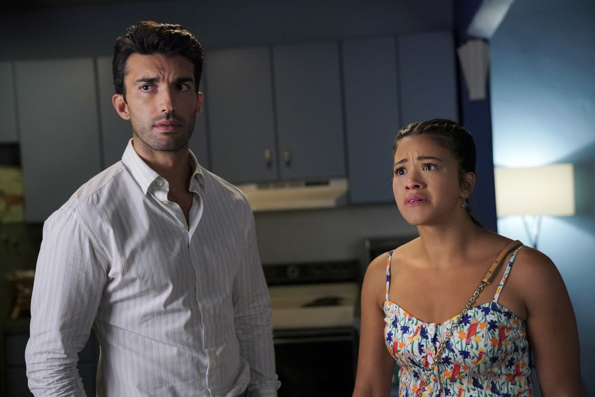 Justin Baldoni and Gina Rodriguez on Jane the Virgin.