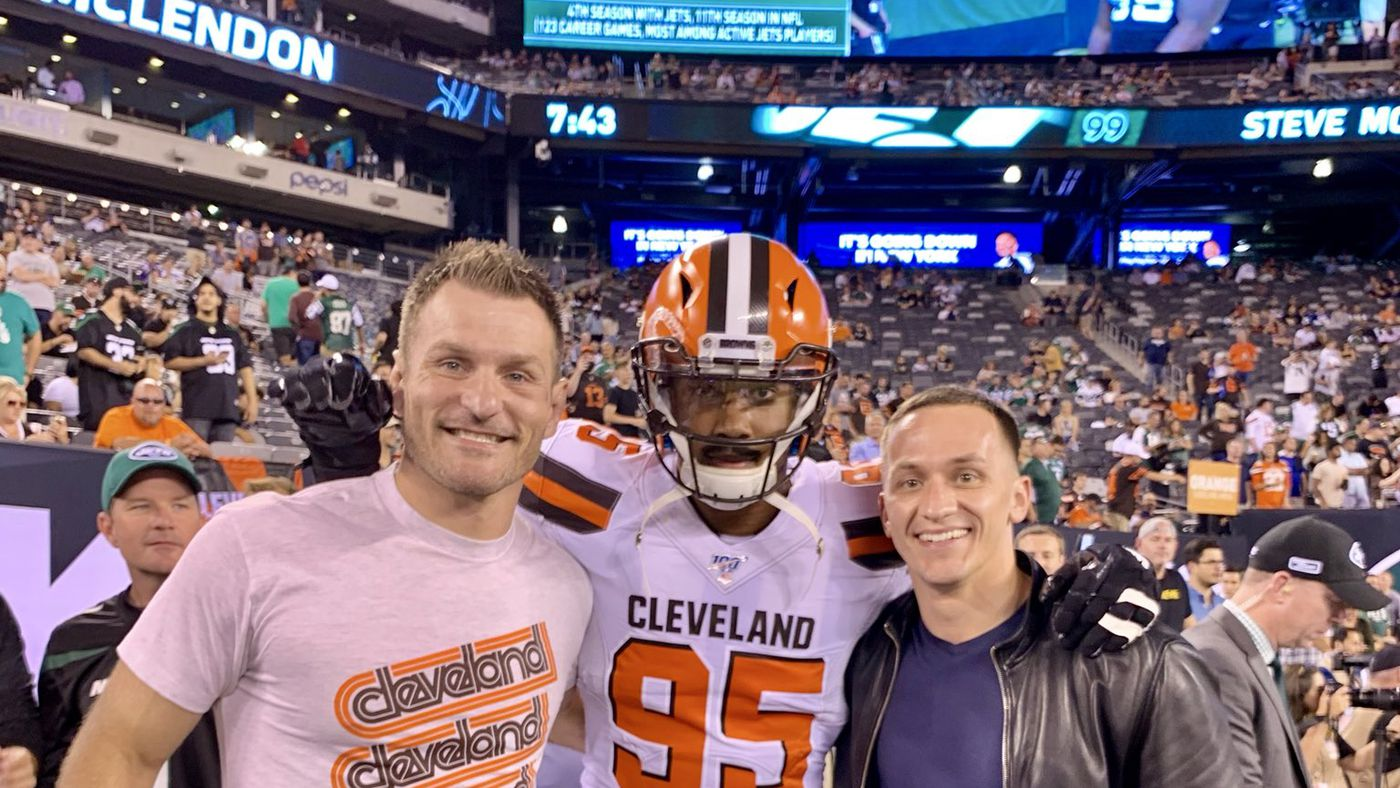 Video: Stipe Miocic joins Cleveland Browns for NY Jets romp on Monday Night Football