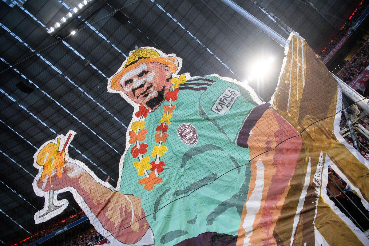 06 April 2019, Bavaria, München: Soccer: Bundesliga, Bayern Munich - Borussia Dortmund, 28th matchday in the Allianz Arena. Fans hold a Hoeneß banner in the air.