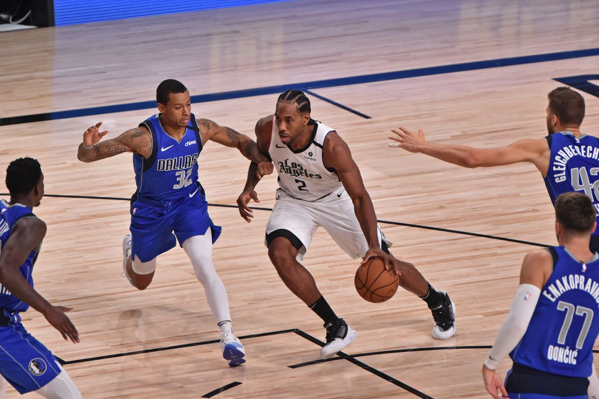 Kawhi Leonard of the LA Clippers drives to the basket against the Dallas Mavericks during Round One, Game Five of the NBA Playoffs on August 25, 2020 in Orlando, Florida at AdventHealth Arena.