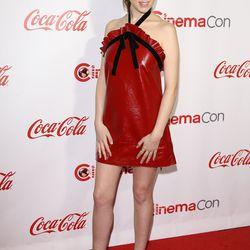 Anna Kendrick, in a Philosophy di Lorenzo Serafini dress.
