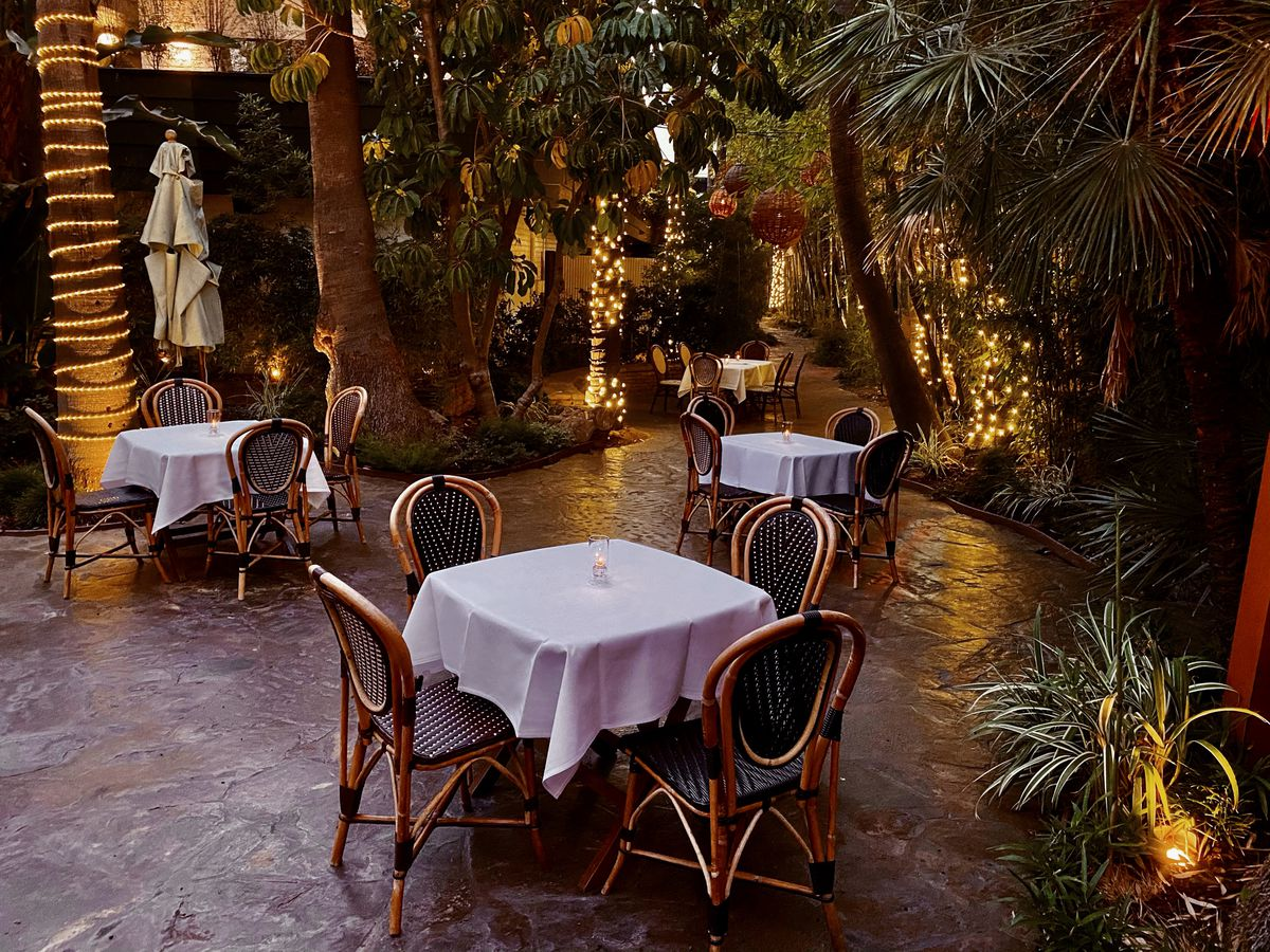 Garden dining area for the Barish at Hollywood Roosevelt hotel