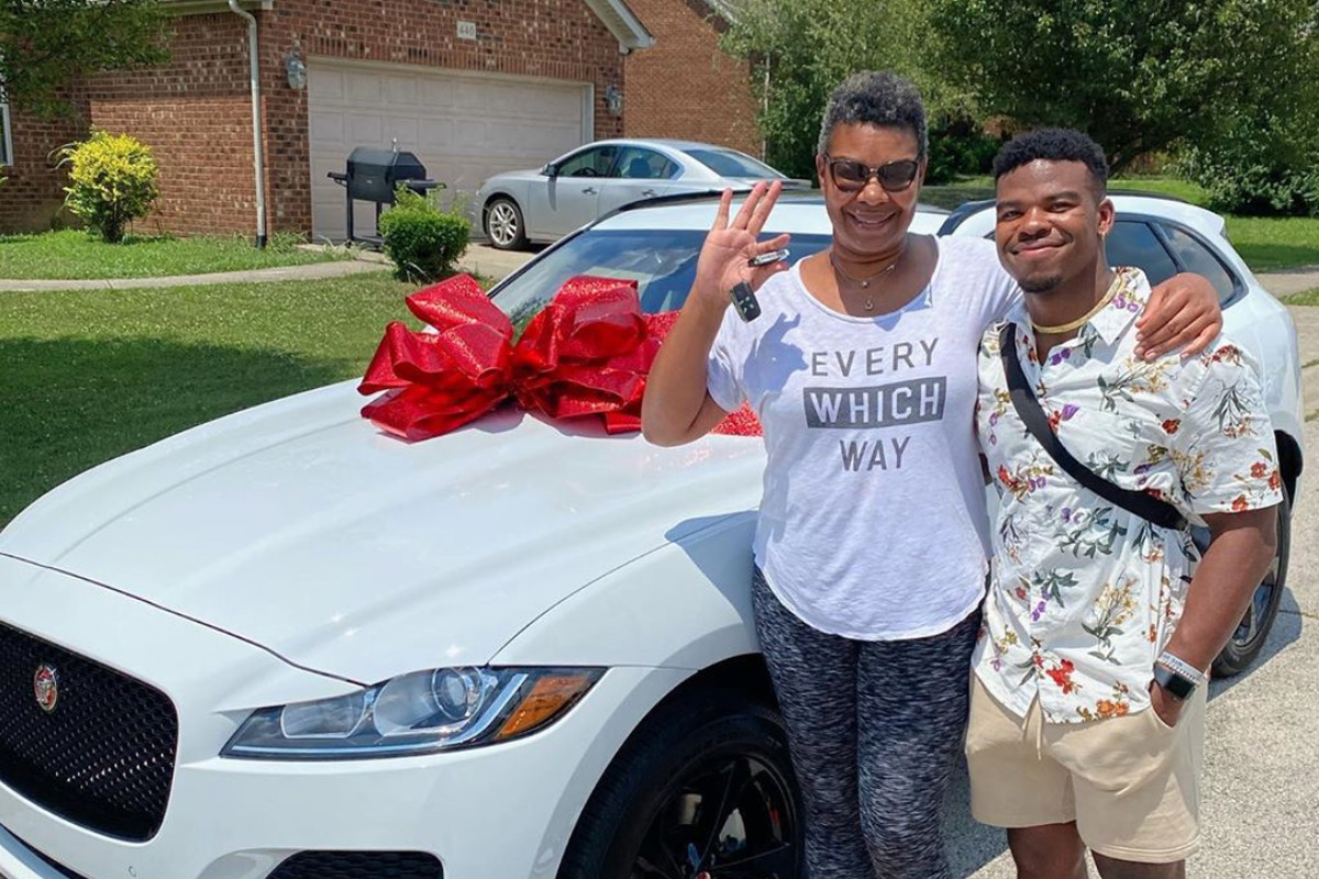 Watch The Patriots Damien Harris Surprise His Mother For Her Birthday Pats Pulpit