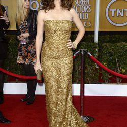 Jennifer Garner in gold Oscar de la Renta.