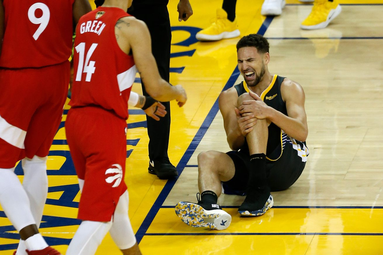 1155806089.jpg.0 - Klay Thompson's leg injury sent Oracle Arena into a roller coaster of emotions
