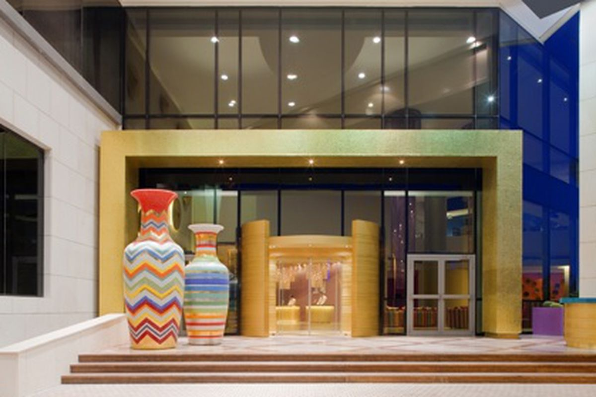 Can you guess the Italian designer house who owns this hotel in Kuwait? (Hint: check urns at left)