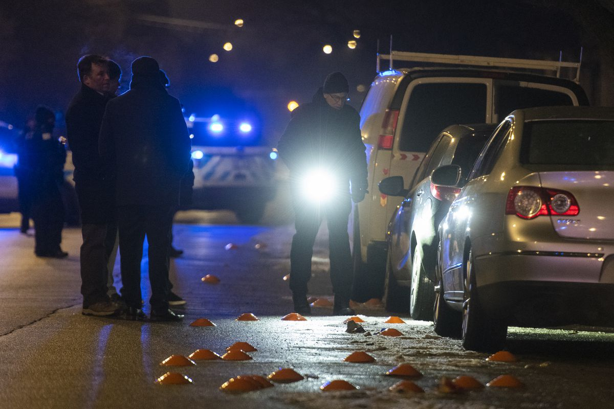 Chicago police investigate the scene where a 34-year-old woman was shot and killed in the 3600 block of West Polk in the Lawndale neighborhood, Jan. 4, 2020. | Tyler LaRiviere/Sun-Times