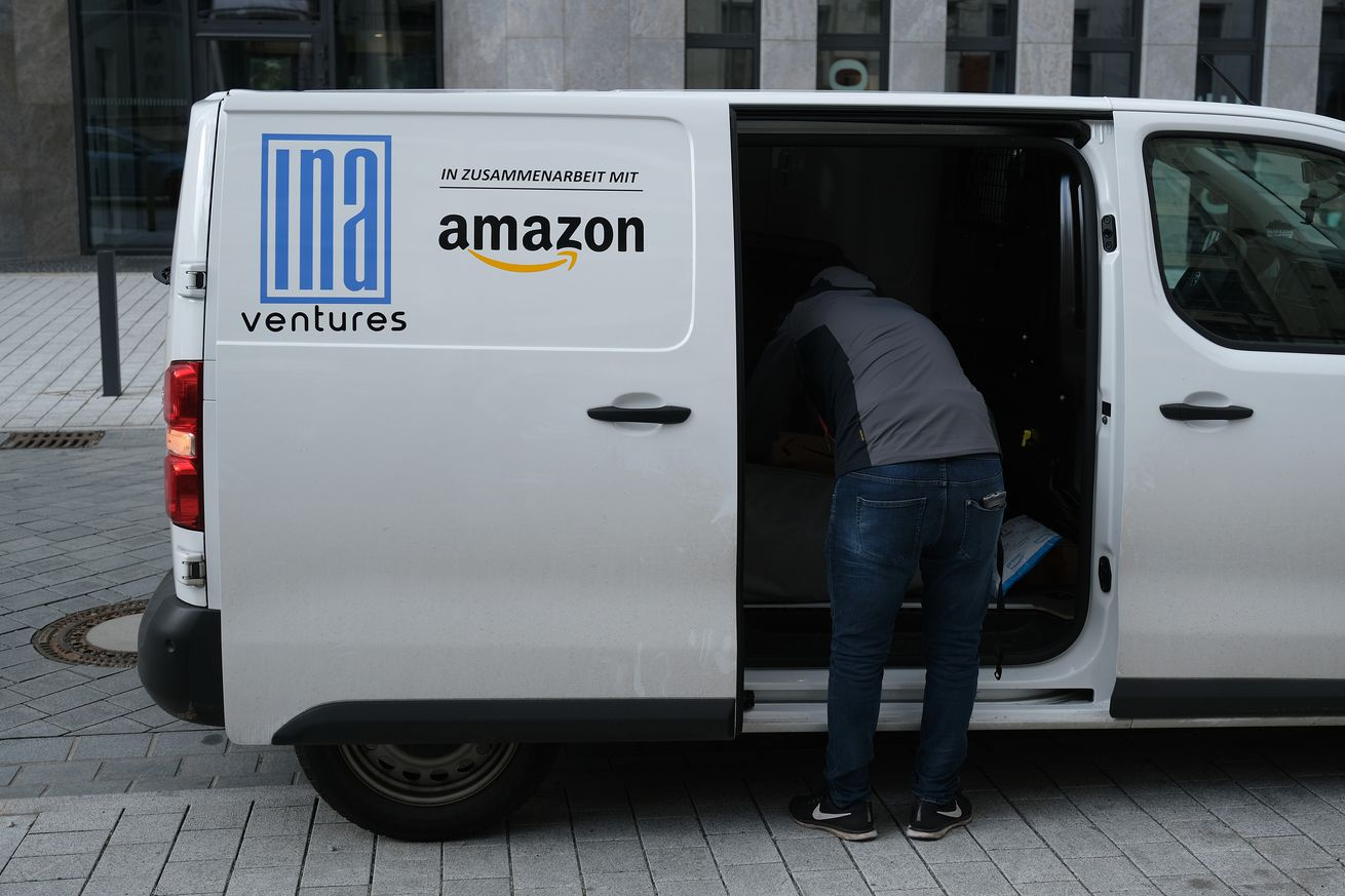photo of Amazon is now making its delivery drivers take selfies image