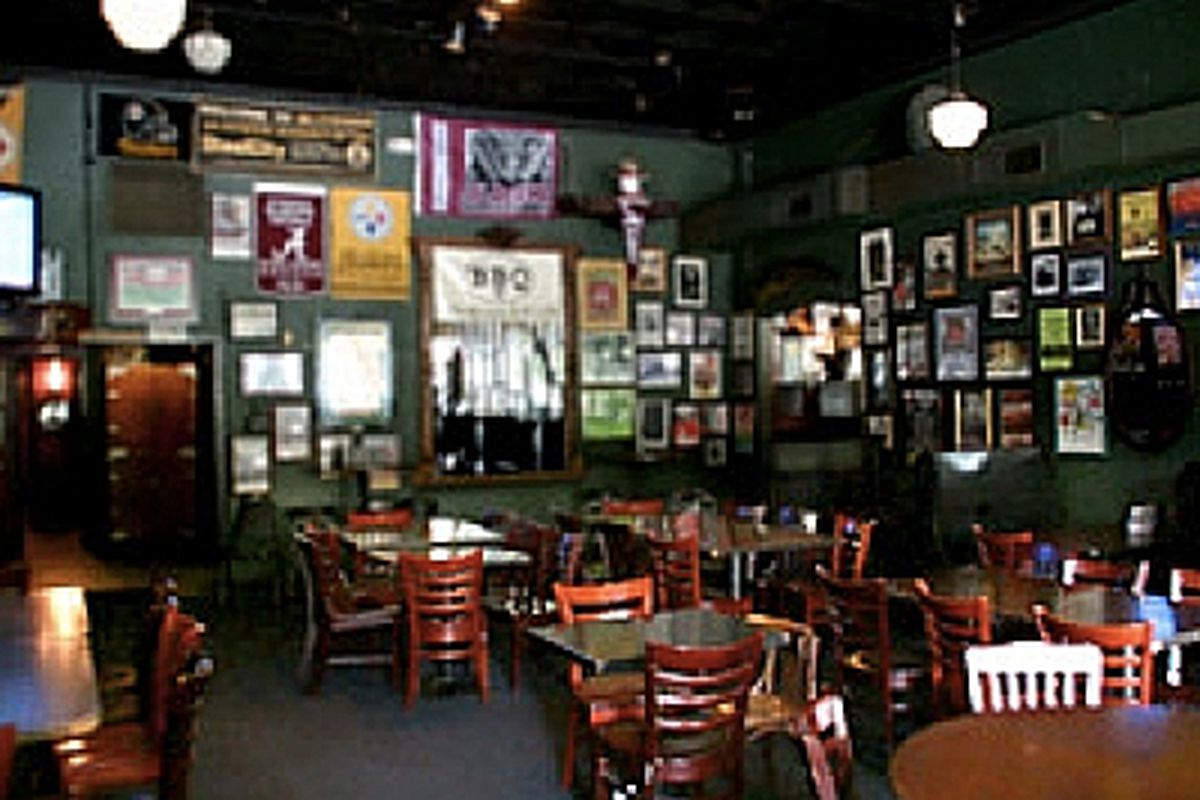 The dining room at Smith's Olde Bar.