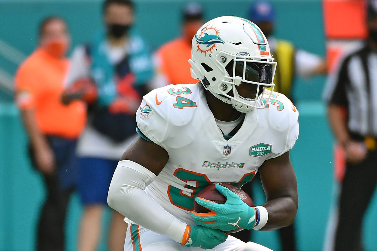 Miami Dolphins running back Jordan Howard runs the ball during the second half against the Seattle Seahawks at Hard Rock Stadium.