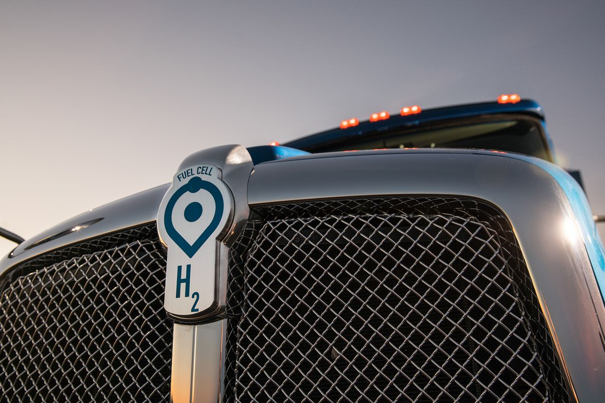 Hydrogen-Powered Truck Begins Work at LA-Long Beach