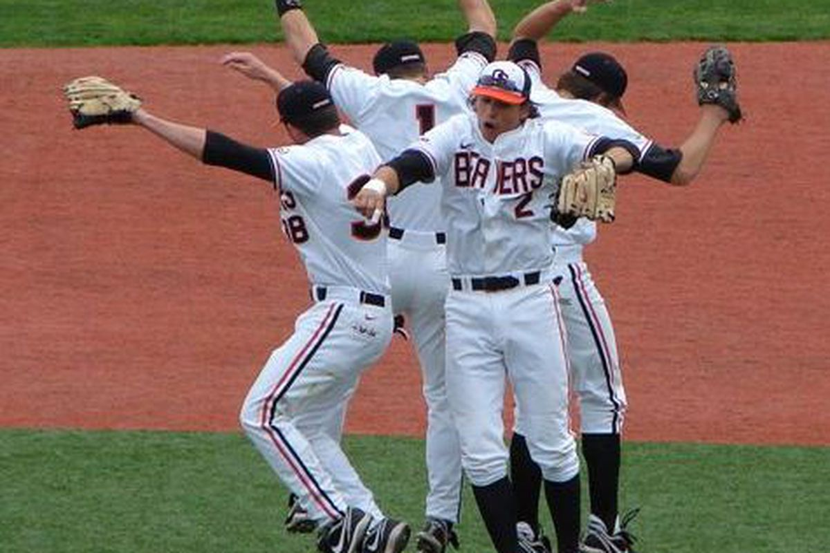 Whoo-Hoo! The Beavers celebrate winning the series against Cal, and climbing another spot in the polls.  <em>(Photo by So. Oregon Beaver Fan)</em>