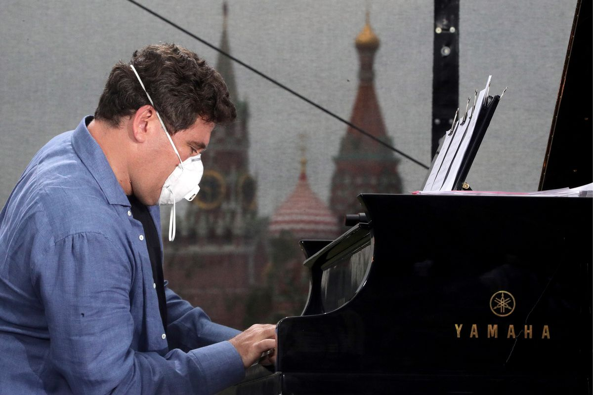 Pianist Denis Matsuev gives concert in Moscow's Zaryadye Park