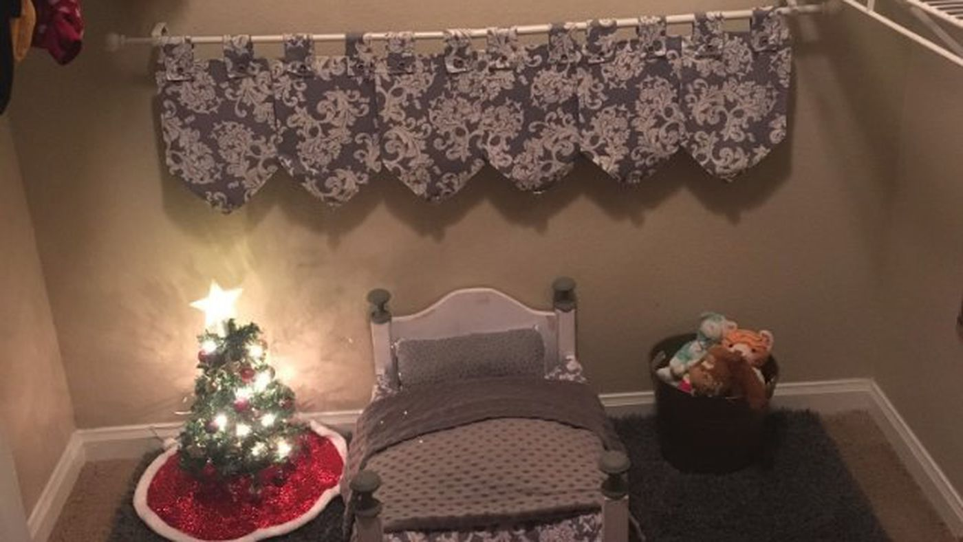 A Woman Made Her Dog His Own Holiday Bedroom, It's So Cute I'm Going To Die